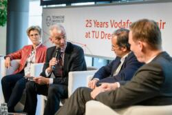 146 20190930 25years vodafone chair 232